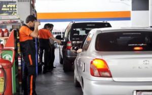 Oficializaron la medida que disminuye los precios de los combustibles