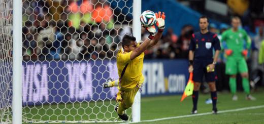 Romero, el héroe misionero nominado como el mejor arquero del Mundial
