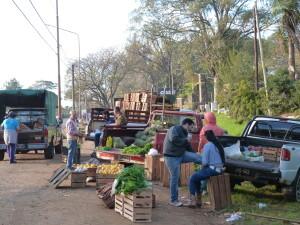 Protesta volvió a paralizar al Mercado Central y productores salieron a vender a la ruta
