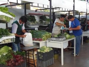 La Cooperativa del Mercado Concentrador ofrece bolsas económicas de frutas y verduras