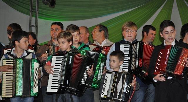 Más de 60 acordeonistas se juntaron en Apóstoles