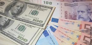 Encapuchados entraron en una casa céntrica, amenazaron a la empleada y se llevaron euros, pesos y dólares