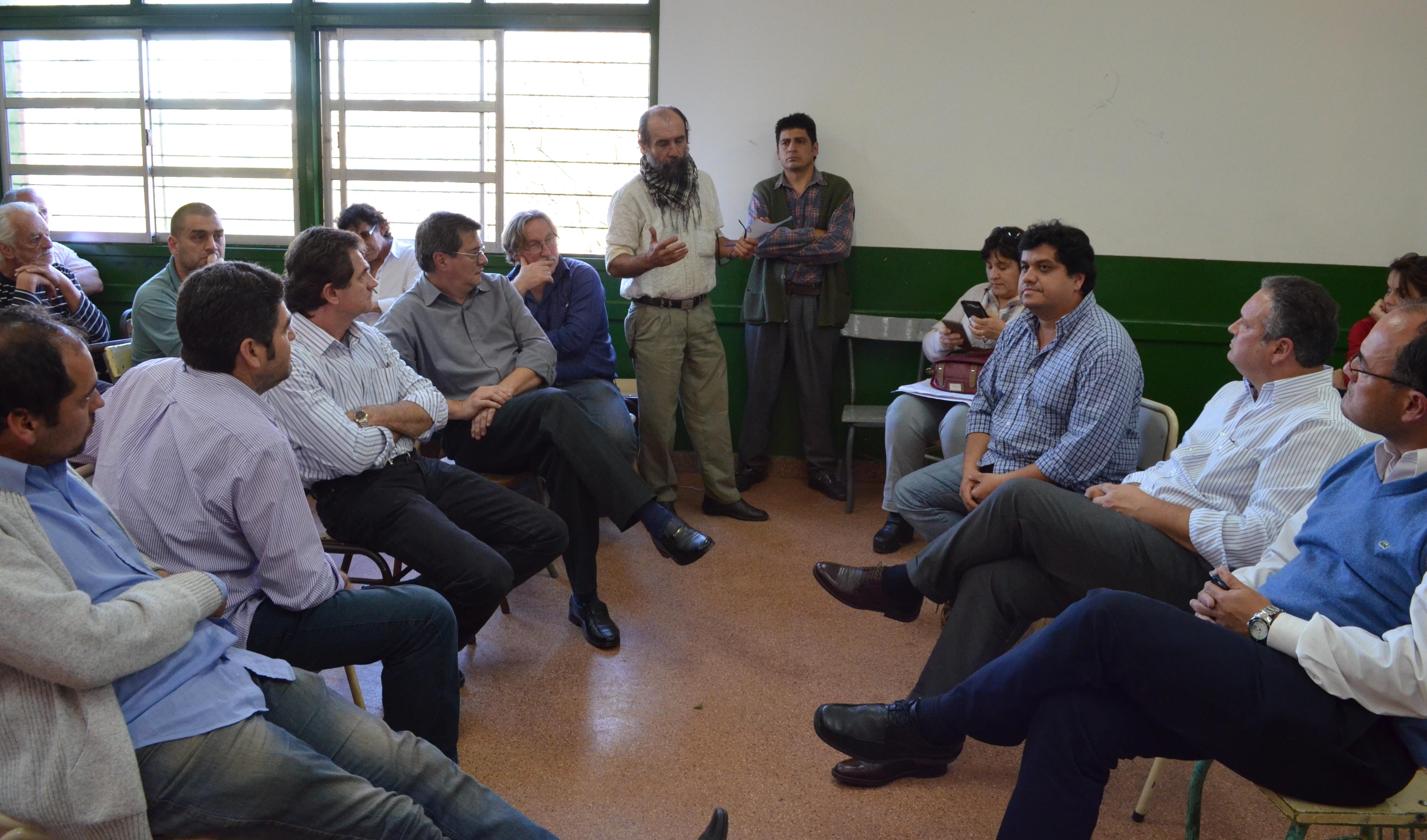 El subsecretario de Educación se reunió con padres, alumnos y docentes de la Epet 3 de Oberá