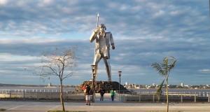 En Posadas habilitaron el acceso y paseo a la isla del monumento a Andresito