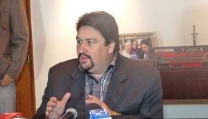 """El gobernador dijo que la """"clossización"""" de la campaña le conviene a la Renovación"""