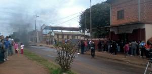 Los padres mostraron su bronca contra los directivos del Instituto Santa Lucía