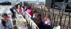Ya hay madres con niños instalados en la Costanera para el show de Topa