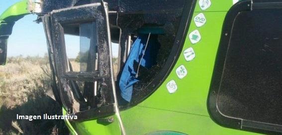 Dos heridos tras colisión entre automóvil y colectivo de larga distancia en Eldorado