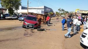 Dos vehículos colisionaron en la avenida Santa Catalina