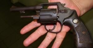 Fue detenido por realizar estafas con armas junto a su mujer que es agente policial
