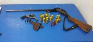 San Vicente: una mujer le entregó a la Policía armas de su pareja, temiendo que pueda agredirla