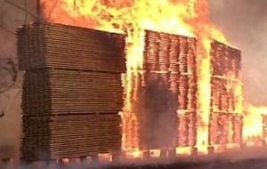Se incendió un aserradero en San Vicente
