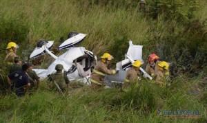 Encontraron una avioneta estrellada y dos personas muertas en un campo de Santo Tomé
