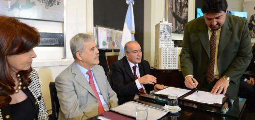 Closs firmó con Nación un acuerdo por 8.028 soluciones habitacionales