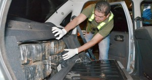 Abandonan un auto con casi 450 kilos de marihuana