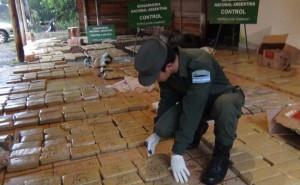 Gendarmería detuvo a dos personas en El Alcázar y secuestró casi 900 kilos de marihuana