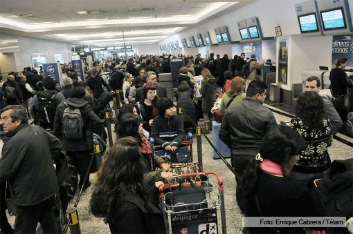 Los pilotos de Aerolíneas Argentinas aceptaron continuar negociando en Trabajo y se reanudan los vuelos