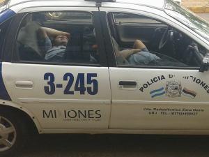 Pasan a disponibilidad a policías que dormían en un móvil en horario de trabajo