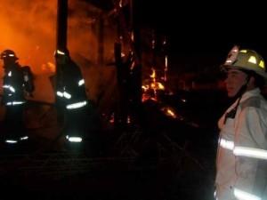 Varias dotaciones de bomberos trabajaron en un incendio en Garupá
