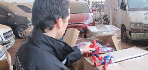 El Hombre Araña, Superman y Capitán América, retenidos en el puente Posadas-Encarnación