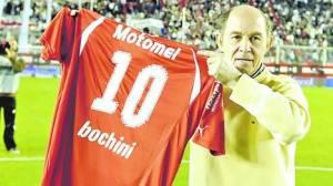 Bochini llega a Posadas a buscar talentos y jugar un partido con ex glorias de la Liga Posadeña