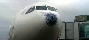 En Buenos Aires el granizo destruyó la trompa de un avión de Air Europa en pleno vuelo