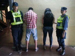 Detuvieron a pareja captada por cámaras de seguridad en pleno robo dentro de un comercio