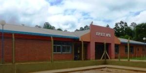 """Alumno de la EPET apuñalado: """"La herida es profunda y le afectó el pulmón y un vaso sanguíneo"""", dijo la madre"""