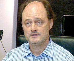 La Comisión Directiva de Guaraní intentará convencer a Roberto Enríquez de que no se vaya del club