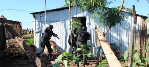 Allanaron 12 viviendas y detuvieron a 10 personas en otro megaoperativo