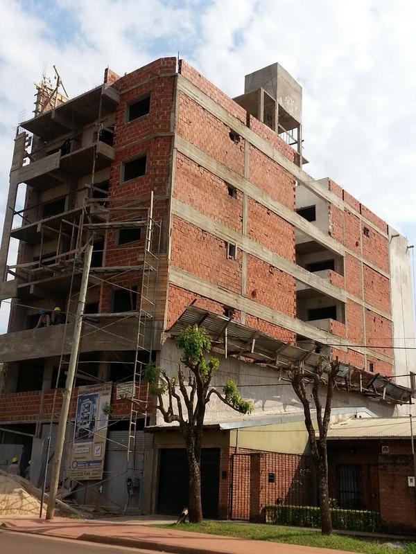 Dos obreros cayeron de un edificio en construcción