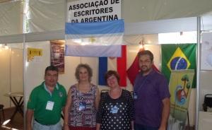 Destacan participación de escritores misioneros en la Feria del Libro de Foz de Iguazú