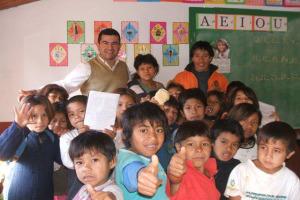 Capacitarán a adultos mbyá guaraní de Misiones mediante programa de alfabetización bilingüe