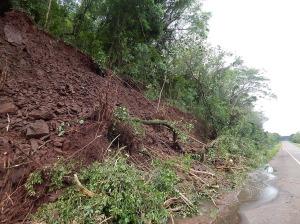 Calzada reducida sobre la ruta nacional 14 por desmoronamiento