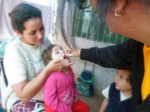 Piden que acerquen a los chicos a vacunarse contra el sarampión, la rubeola y la poliomielitis
