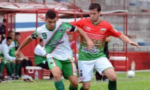 Federal B: el gol de Matías Suiresz ante Colegiales, en una cancha pasada por agua