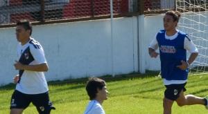 """Chaucha practicó ayer pelota parada buscando abrir el partido con un """"testazo"""" de Silba o Vester"""