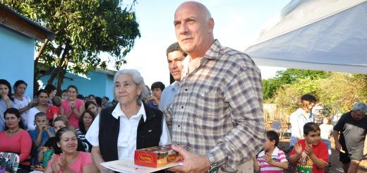Vecinos del Gauchito Gil recibieron las llaves de 14 viviendas y comienza con la construcción de otra etapa de 24 casas