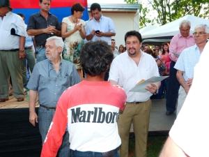 Closs entregó boletos de compraventa a 467 familias de Pozo Azul
