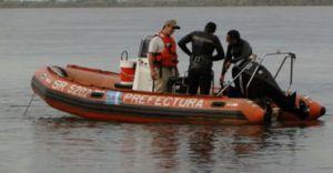 Hallaron un cadáver flotando en el Paraná frente a Garuhapé, con un tajo en el pubis y una soga en la cintura
