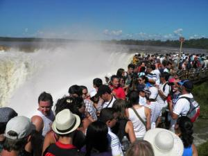 Casi 8 millones de turistas viajaron en todo el país en los fines de semana largos