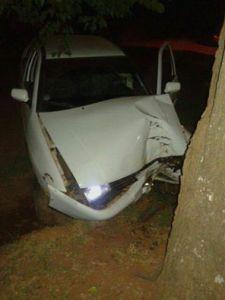 En Candelaria, manejaba alcoholizado, despistó y rompió el auto contra una columna