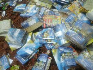 Cientos de guías telefónicas aparecieron tiradas en el basural de Eldorado