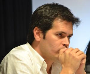 El radicalismo enfrenta otro cisma por alianzas que negocia González