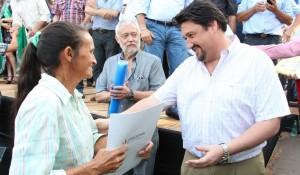 Closs entregó medio millar de títulos de propiedad a colonos de Pozo Azul