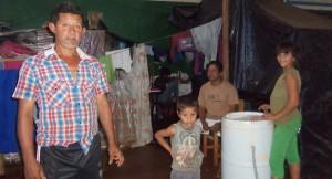 Afectados por inundaciones esperan entrega de viviendas en Andresito