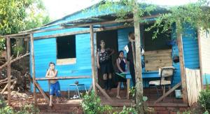 Apedrearon su casa e hirieron a su hijo