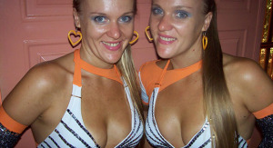 Las gemelas de San Vicente, Liliana y Marisa, de nuevo están enamoradas y comparten un mismo hombre