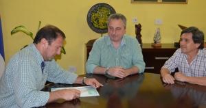 Passalacqua entregó un subsidio a Guaraní A. Franco