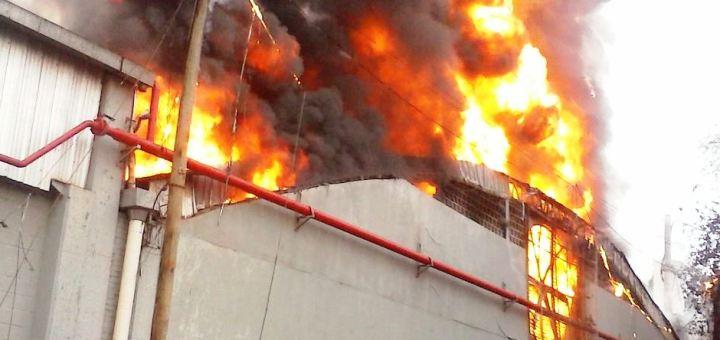 Se incendió parte de la fábrica de zapatillas Dass en Eldorado